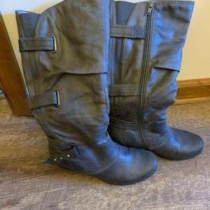 7 1/2 gray boots